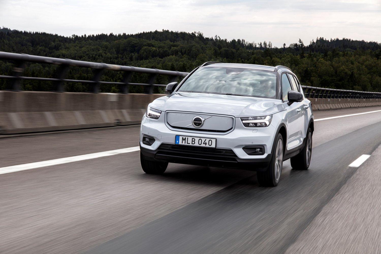 Volvo lanserar ny billigare variant av elbilen XC40 bild